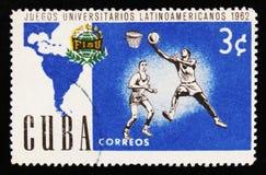 古巴邮票显示篮球,拉丁美洲人美国人世界大学生运动会比赛,大约1962年 免版税图库摄影