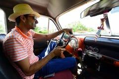 古巴驱动器出租汽车 库存图片