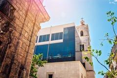 古巴,哈瓦那,附近两个大厦-老和现代 免版税图库摄影
