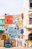 古巴,哈瓦那- 2017年5月5日:老哈瓦那街道的看法  垂直 文本的Ð ¡ opy空间 免版税库存照片