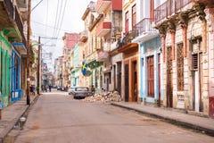 古巴,哈瓦那- 2017年5月5日:老哈瓦那,古巴街道的看法  复制文本的空间 图库摄影