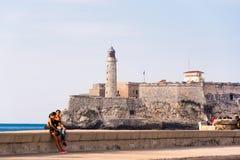 古巴,哈瓦那- 2017年5月5日:El Morro灯塔和堡垒在哈瓦那古巴 复制文本的空间 图库摄影