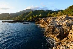 古巴,山脉加勒比海的马埃斯特腊山海岸 库存照片