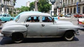 古巴: 在轮子的古董 免版税库存照片