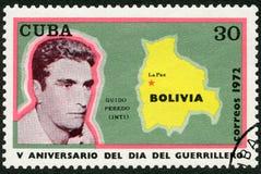 古巴- 1972年:展示阿尔瓦斯吉多Peredo Leigue印锑秘鲁货币单位1938-1969,玻利维亚,拉巴斯,游击队员天,第5 anniverssary的地图 免版税库存照片