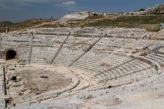 古希腊剧院的废墟在历史的中心 免版税库存图片