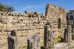 古希腊多立克体阿波罗教堂的废墟在Siracusa 免版税图库摄影