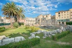 古希腊多立克体阿波罗教堂的废墟在Siracusa 免版税库存图片
