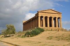 古希腊寺庙在西西里岛 库存照片