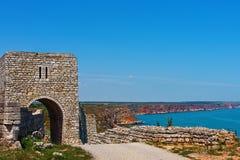 古希腊被加强的殖民地被恢复的门  免版税库存照片