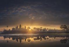 古庙复杂吴哥窟暹粒,柬埔寨日出视图  库存照片