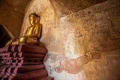 古庙的内部在Bagan,缅甸 免版税库存照片
