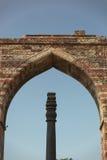 从古普塔朝代, Qutub Minar,印度的铁柱子 库存照片