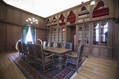 古板的家庭书库 免版税库存图片