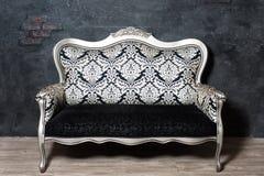 古板的沙发 免版税图库摄影