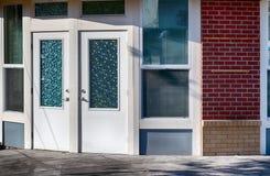 古板的门和玻璃窗 图库摄影