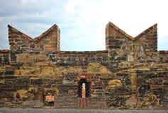 古老中世纪堡垒墙壁的上面 库存图片