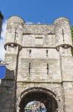 古老中世纪门在英国城市 库存图片