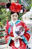 古老中国人礼服女孩 免版税库存照片