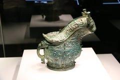 古老中国古铜色酒船 免版税图库摄影