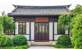 古老中国大厦建筑学在庭院里 图库摄影
