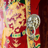 古老中国寺庙通道门环 免版税库存照片
