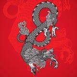 古老中国龙和红色背景 免版税库存图片