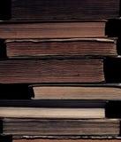 古老书图书馆在堆的 免版税库存图片