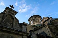 古老亚美尼亚教会特写镜头上面有十字架的 图库摄影