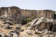 古老人的阵营在Gobustan,从巴库,阿塞拜疆的70 km 免版税库存图片