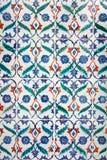 古老伊斯兰教的装饰品手工制造瓦片 免版税库存图片