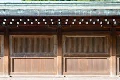 古老传统日本木墙壁和老木建筑 库存图片