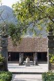 古老佛教塔洞复杂Bich东 免版税库存照片