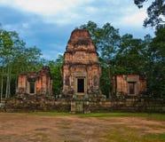 古老佛教高棉寺庙在吴哥窟 免版税库存照片