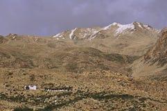 古老佛教Stupas和寺庙在高空山沙漠 库存照片
