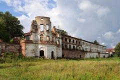 古老俄国修道院废墟在Totma 免版税图库摄影