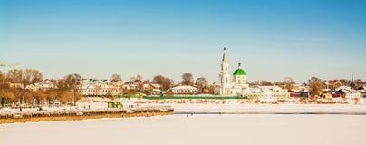 古老俄国市特维尔在冬天 免版税库存图片