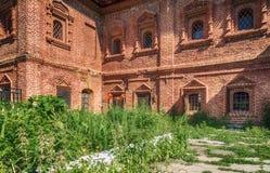 古老修道院的门面 图库摄影