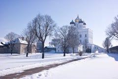 古老克里姆林宫在市普斯克夫 三位一体大教堂 库存照片