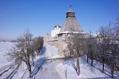 古老克里姆林宫在市普斯克夫 免版税库存照片