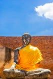 古老凝思菩萨雕象在阿尤特拉利夫雷斯,泰国 免版税库存照片