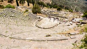 古老剧院在Delfi,希腊 免版税图库摄影