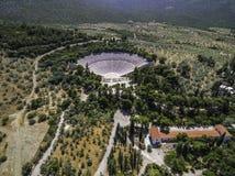 古老剧院埃皮达鲁斯或Epidavros空中寄生虫鸟` s眼睛视图照片  免版税库存图片