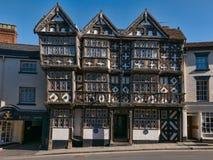 古老半木料半灰泥的旅馆 库存图片