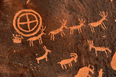 古老印第安刻在岩石上的文字 免版税库存照片