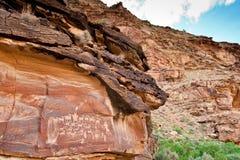 古老印第安刻在岩石上的文字 免版税图库摄影