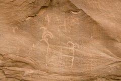 古老印第安刻在岩石上的文字 图库摄影