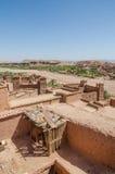 古老历史黏土镇助手争论者和其他电影被摄制的本Haddou,摩洛哥,北非 免版税图库摄影