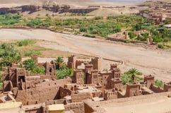 古老历史黏土镇助手争论者和其他电影被摄制的本Haddou,摩洛哥,北非 免版税库存图片