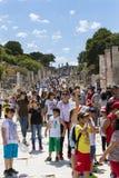 古老古色古香的市的废墟以弗所Celsus图书馆建筑,圆形剧场寺庙和专栏 候选人f 免版税库存图片
